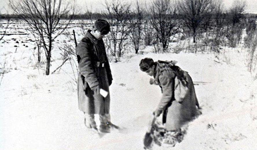 Бойцы ищут останки товарищей, 17 марта