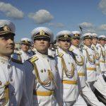 Моряки в парадной форме