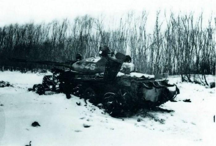 Подбитый танк Леонова