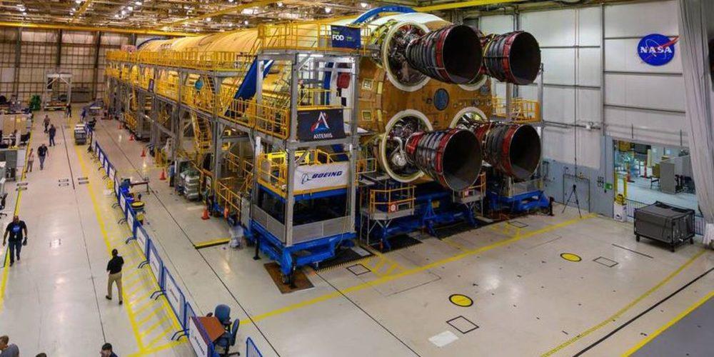 Ракета с двигателями RS-25