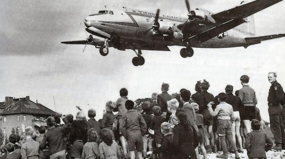 Американский самолет в Берлине