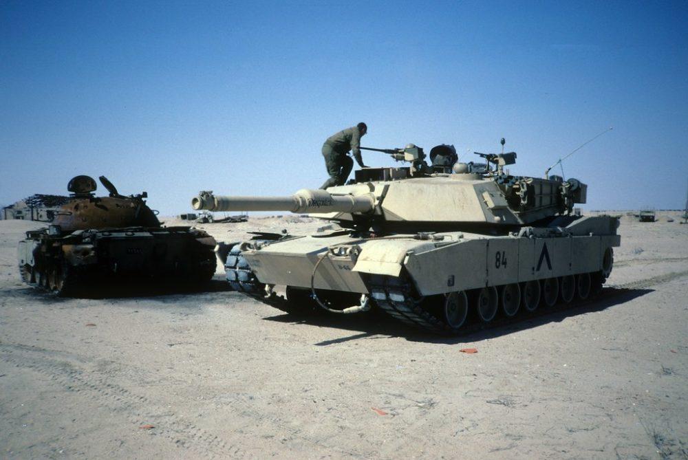 M1 Abrams и подбитый Т-55