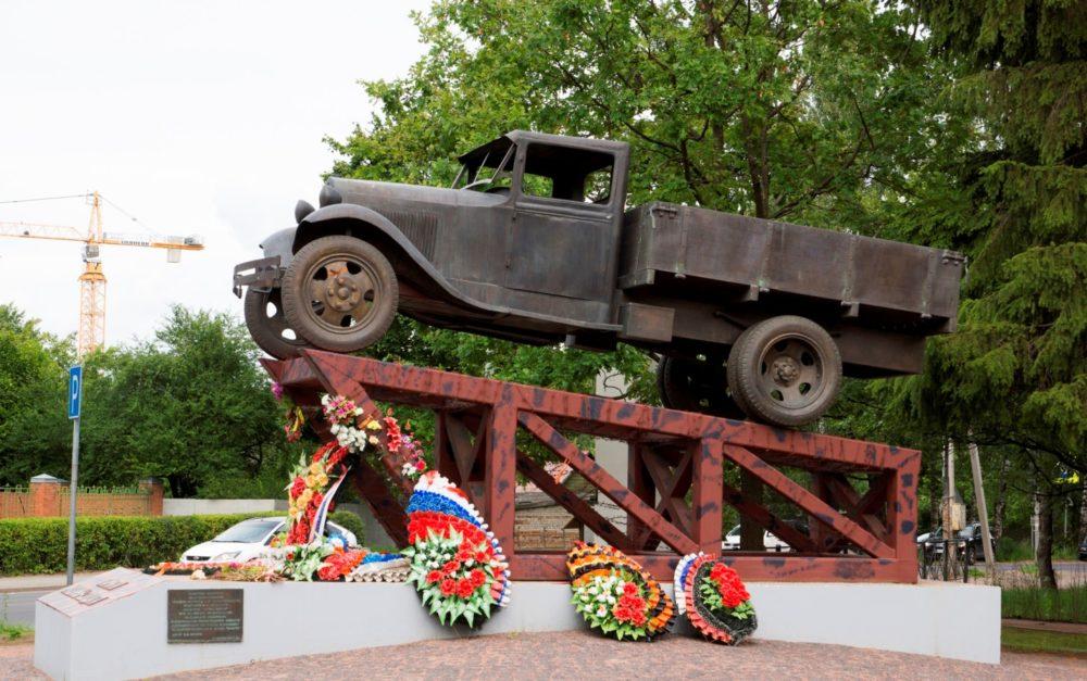 Памятник ГАЗ-АА
