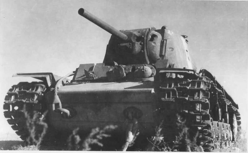 Подбитый КВ-1