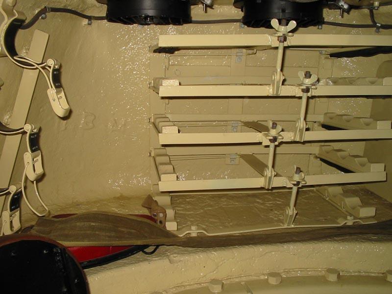 Полки под снаряды в башне Т-34-85