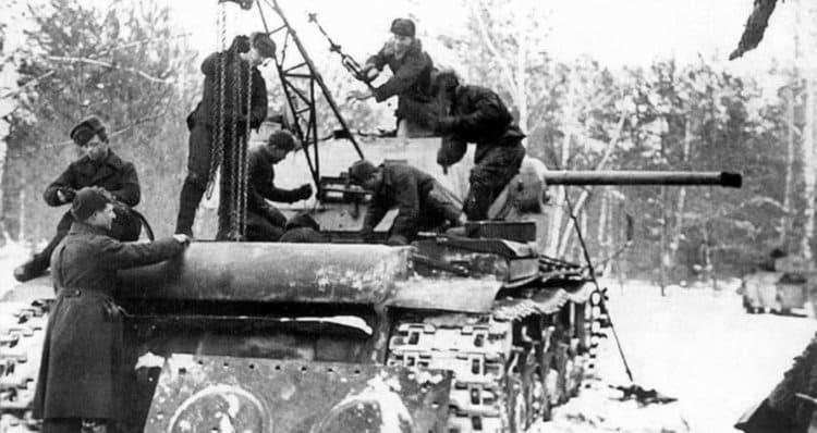Ремонт КВ-1 в поле