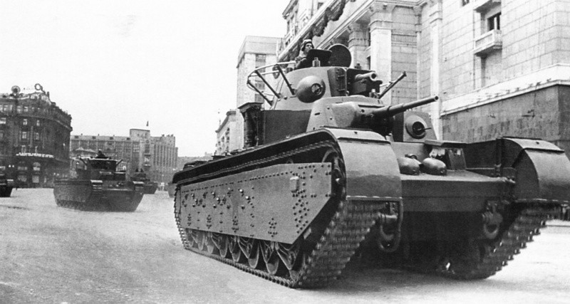 Т-35 с коническими башнями