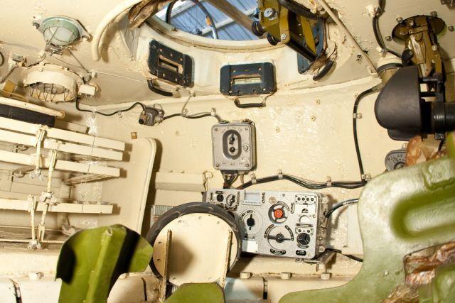 Вид на место командира Т-34-85