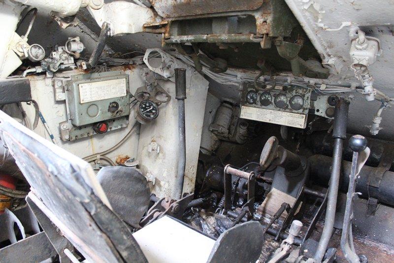 Вид на место механика-водителя Т-34