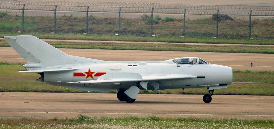Истребитель J-6