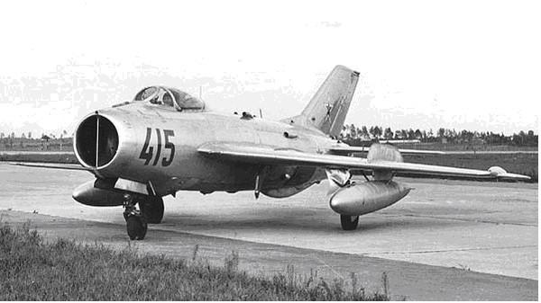 МиГ-19 на аэродроме