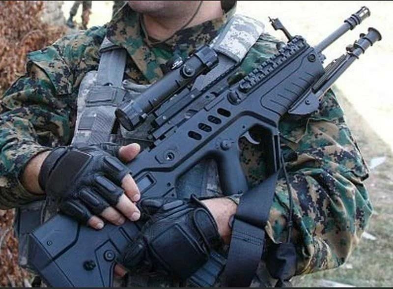 Солдат с TАR-21