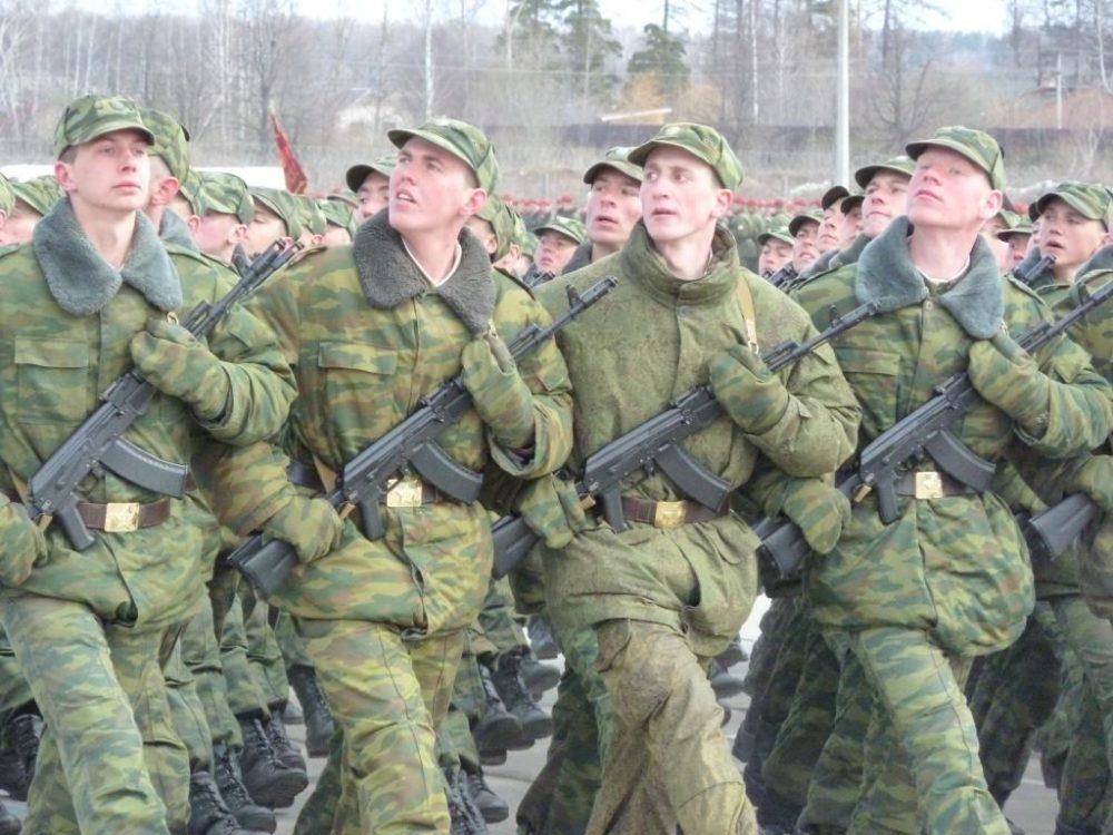 Солдаты с автоматами