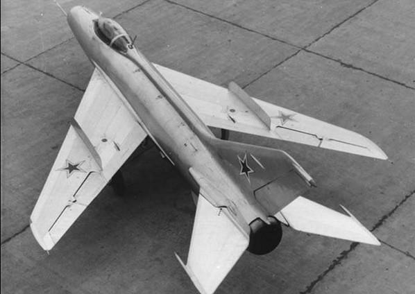 Советский МиГ-19