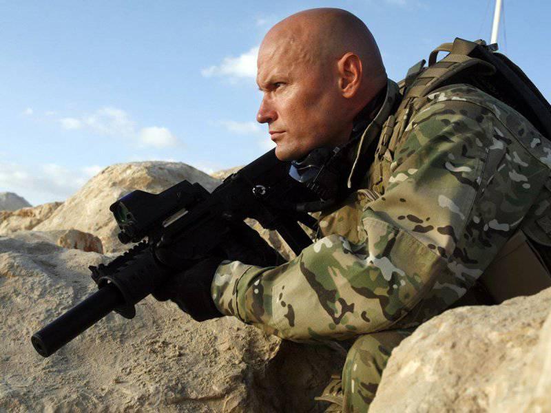 Военный с TАR-21
