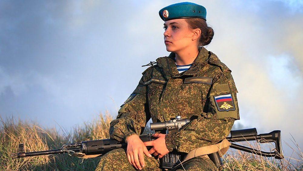 Девушка на службе