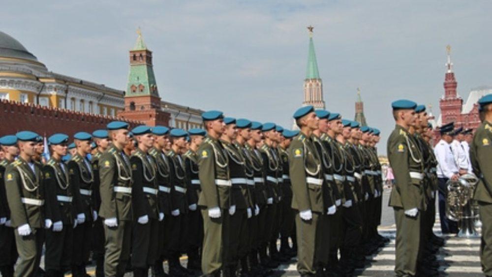 Военнослужащие на параде