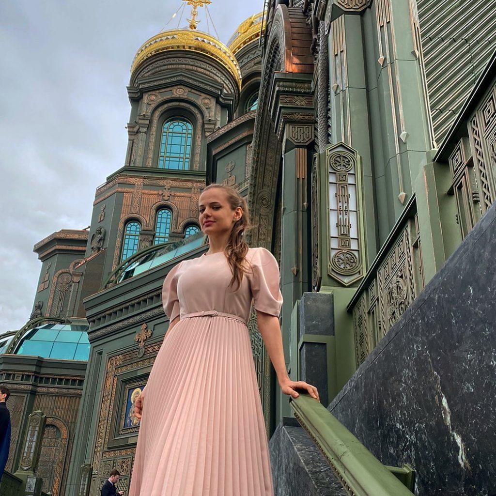Из Журналистов в Генералы: Как 26-летняя Красавица Генерал-майором Стала