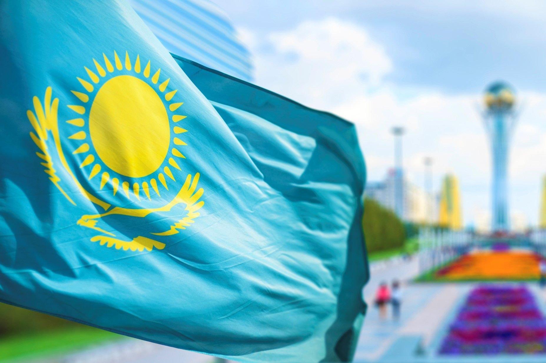 1619347124_9-phonoteka_org-p-flag-kazakhstana-fon-10