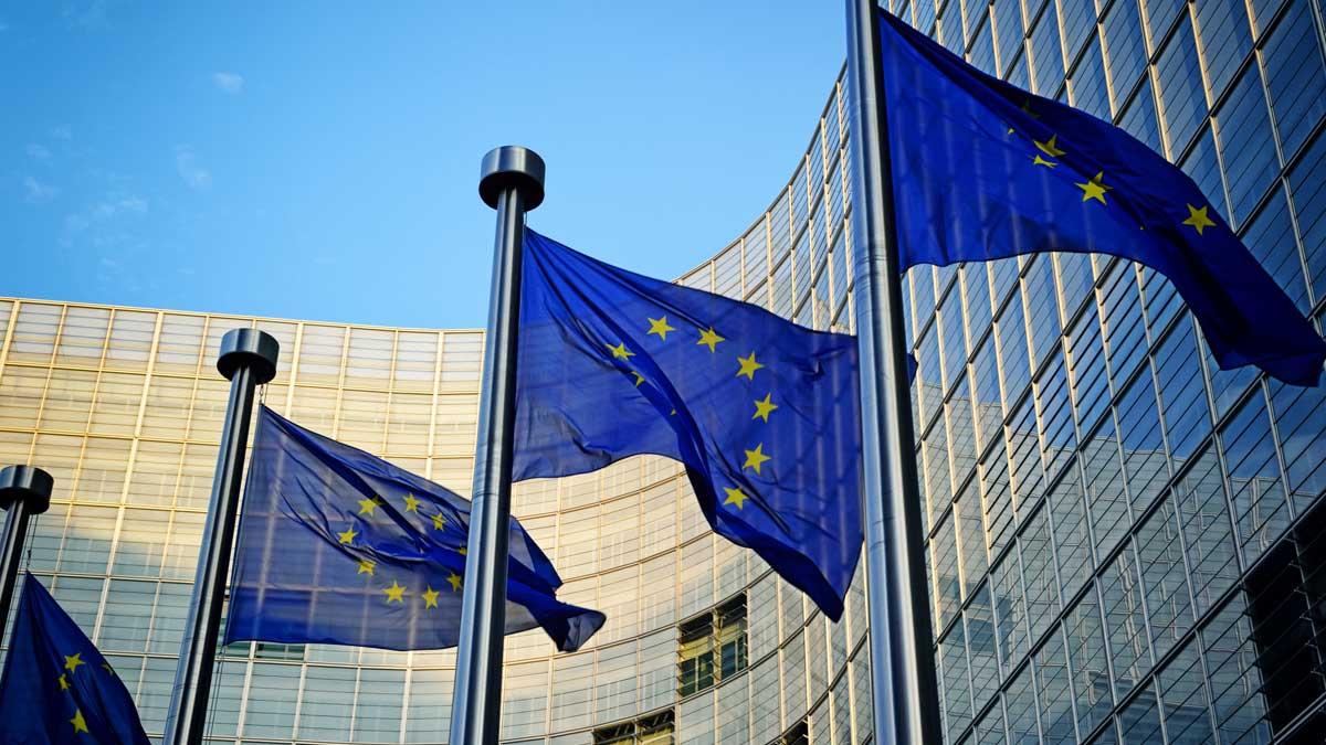 Brjussel-flagi-Evrosojuza-european-Union
