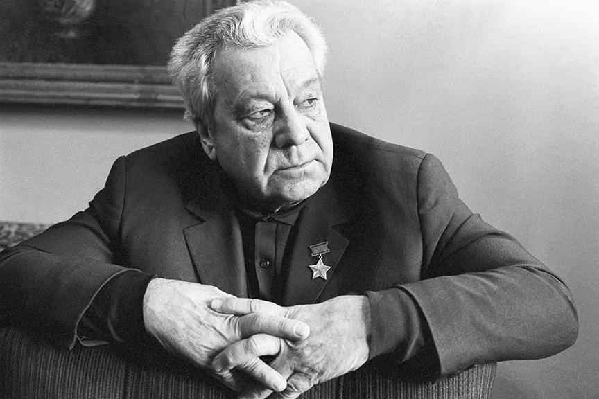 Анатолий Ляпидевский