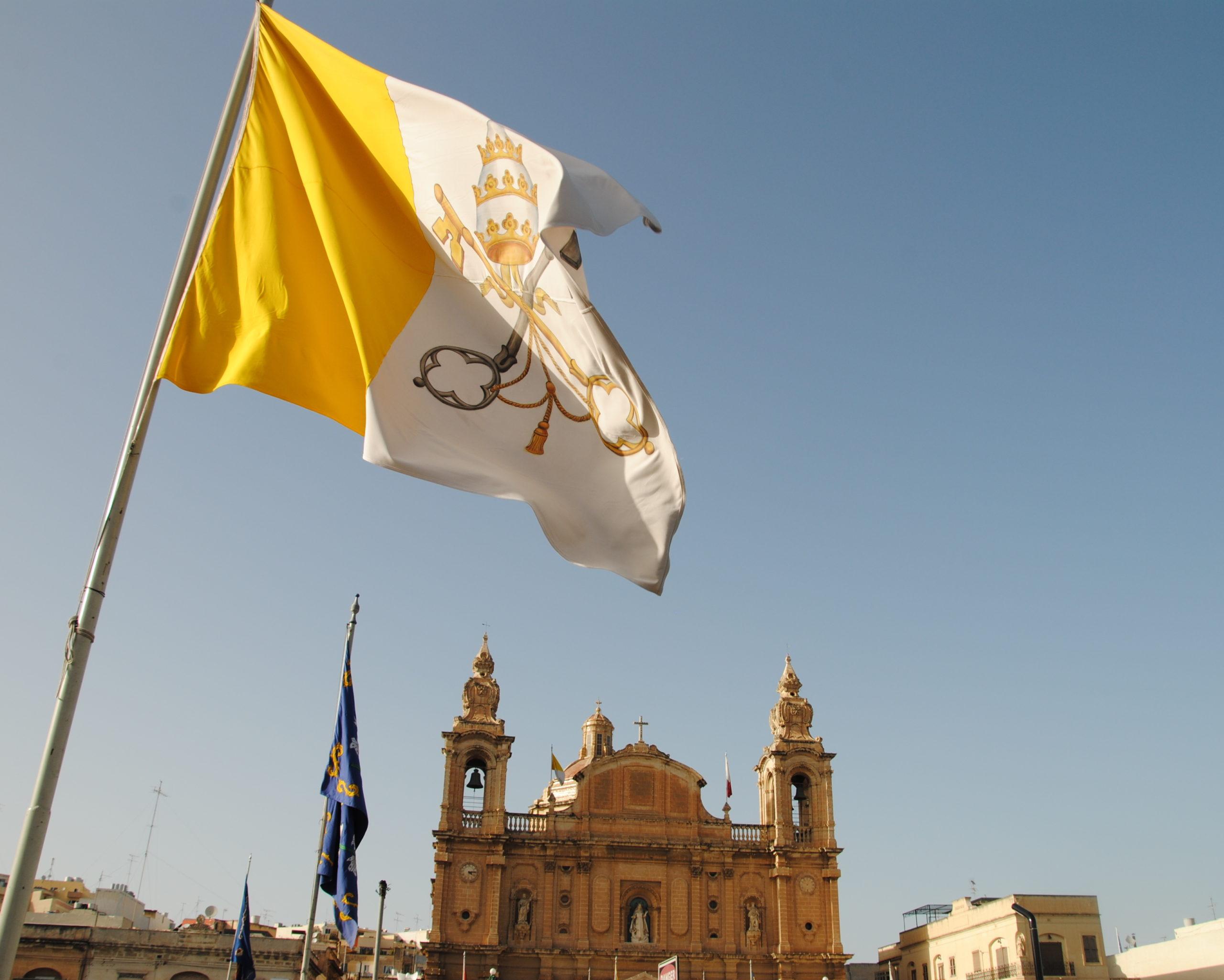 Vatican_flag_(8583012024)