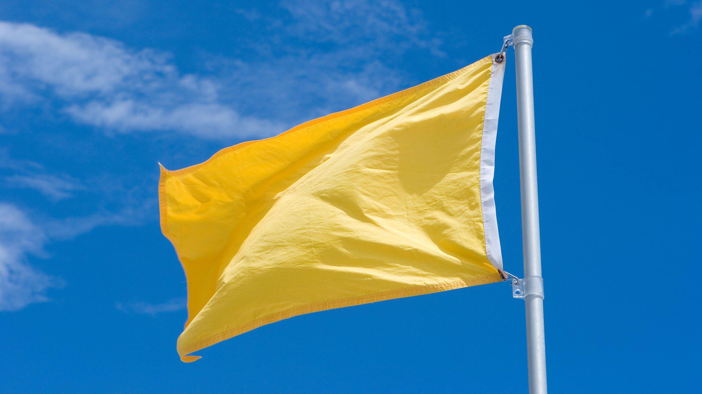 bandera-amarilla-precaucion-en-la-playa